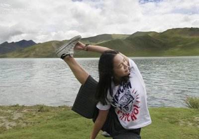 Traveler photo: Practicing yoga on the green grassland along Yamdrok Lake. (August 2020)