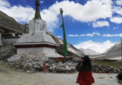 Traveler photo: To take a pciture for the world's highest Rongbuk Monastery. (June 2020)