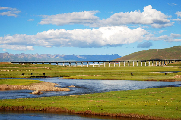 Tibetan Railway bridge built on the permafrost