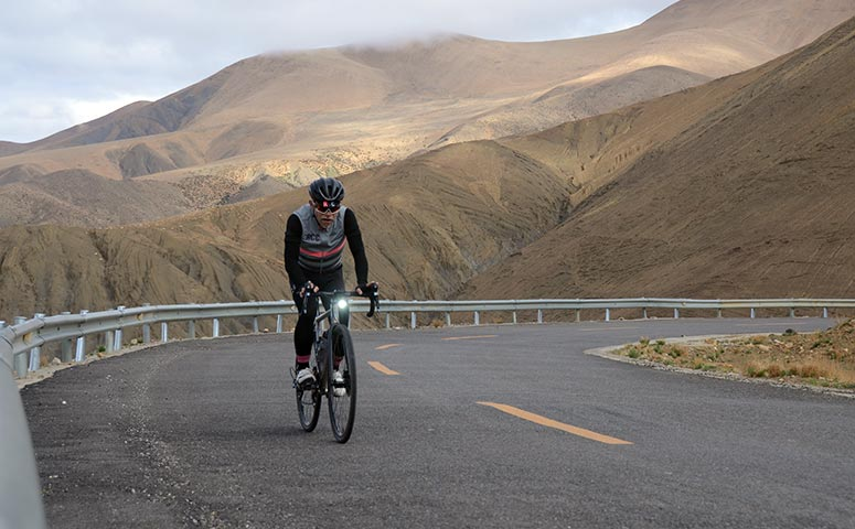 Biking in Tibet along the Quality Road