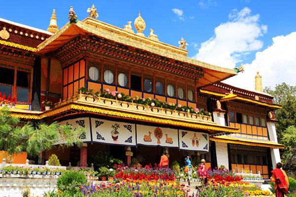 Hasil gambar untuk Norbulingka Summer Palace 600 x 400