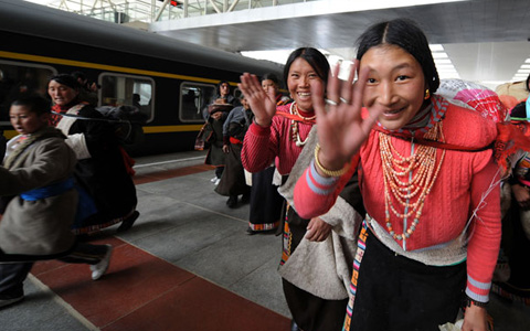 Lhasa Railway Station Was Expected to Serve 160,000 Travelers during Chinese New Year