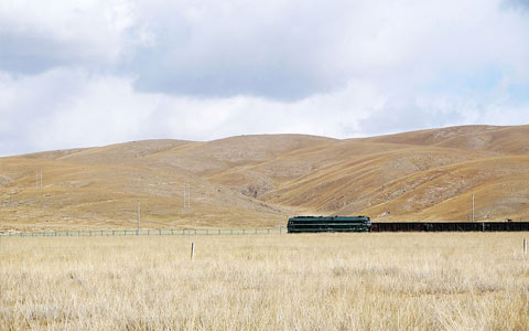 Lhasa-Shigatse Railway to be Opened in September