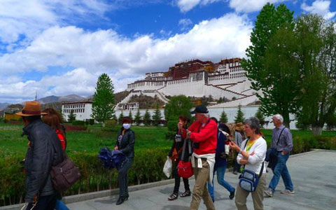 How to travel from Hong Kong to Lhasa by train
