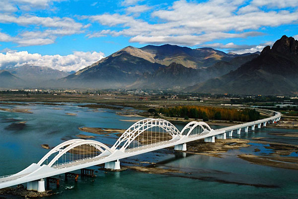 Scenery along the Qinghai Tibet Railway