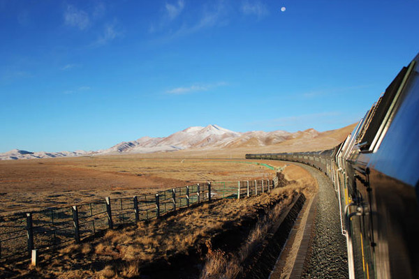 Train from Xining to Lhasa