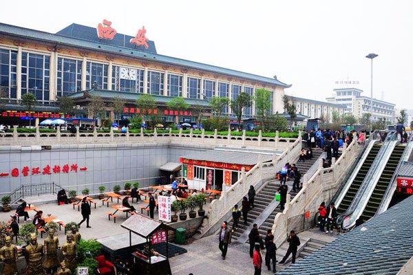 The square in front of Xi'an Railway Station