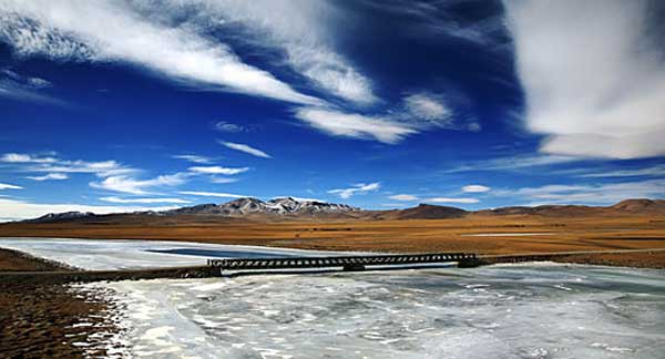 Amazing landscapes along Qinghai-Tibet Railway
