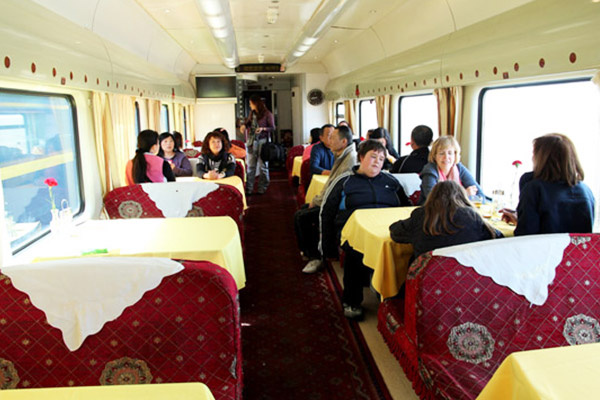 Dining car on Tibet trains