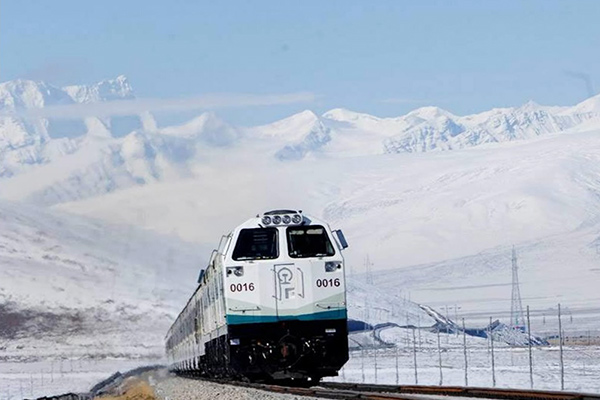 Specially designed Tibet trains running on Qinghai-Tibet Railway