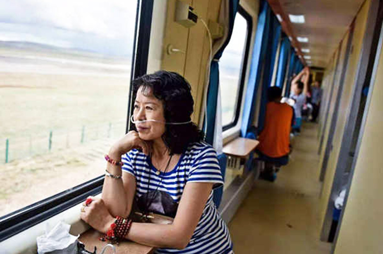 A passenger is using oxygen supply in Tibet train