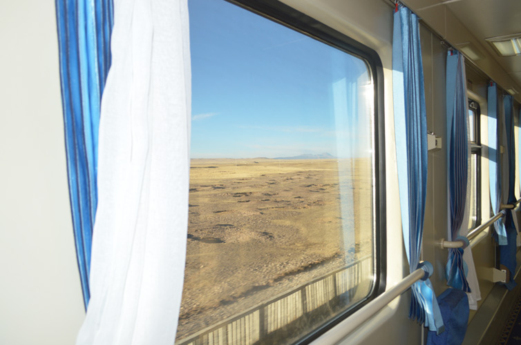 Tain windows of soft sleeper cabins