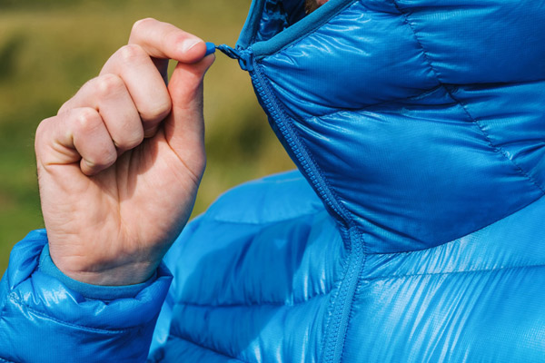 Wear down jacket to keep warm in Saga