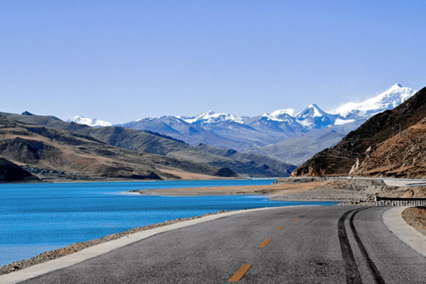 Smooth Road along Yamdrok Lake