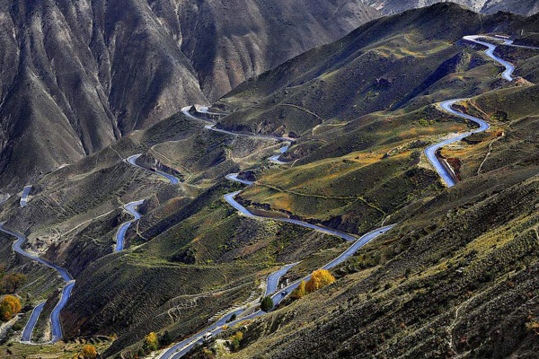 Highway from Yunnan to Tibet