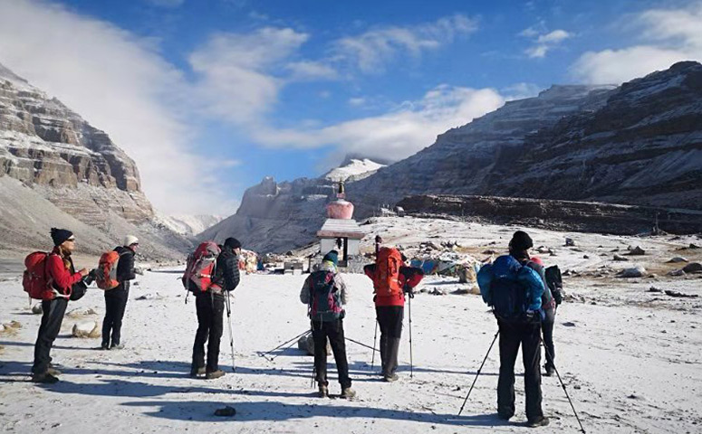 Experience the tough Mount Kailash kora with friends.