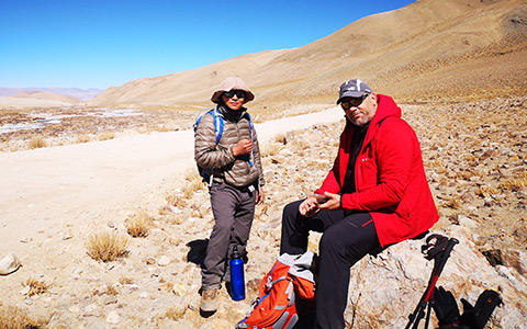A guided trekking in Tibet can be helpful in copying with alittude sickness