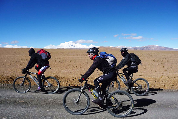 Cycling from Tibet to Nepal