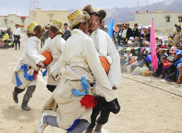 Sports Meeting Held in Tibetan Village